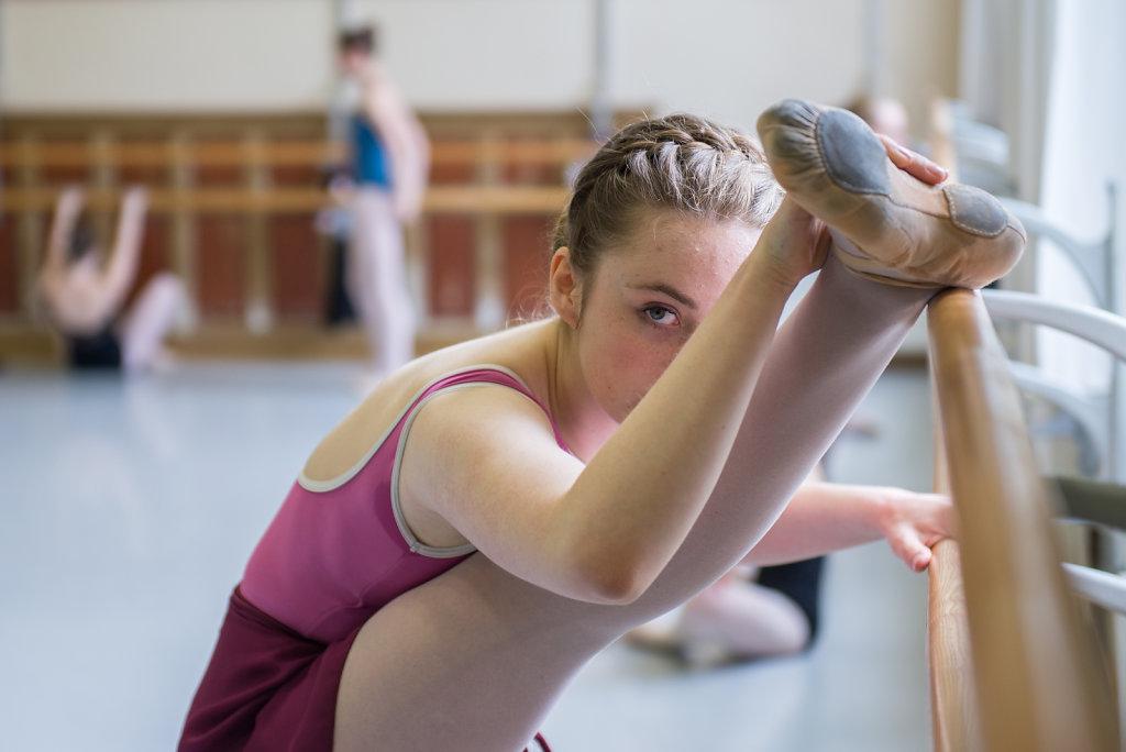 """""""Fürs Ballett habe ich nur mässige Voraussetzungen. Meine Körperproportionen sind ganz ok und meine Füsse gut. Aber mein Auswärts könnte besser sein und mein Rücken ist von Natur aus nicht sehr beweglich. Deswegen muss ich umso härter trainieren."""""""