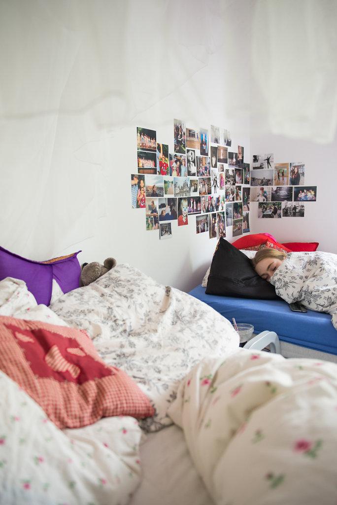 In Freistunden fährt Cara oft ins Internat und legt sich schlafen. Bei Schule und Training ist sie sonst oft nicht vor 22 Uhr zu Hause.